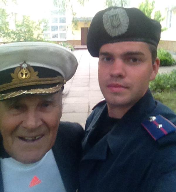 Фото: Іван Залужний з онуком, який невдовзі загинув у зоні АТО