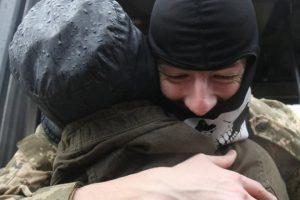 Львів'янка рік оплакувала сина- «атошника», а потім отримала повідомлення: «Мамо, я живий!»