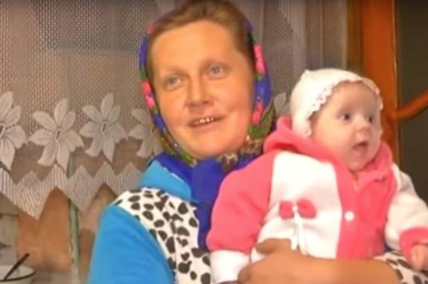 """""""Відро борщу і 200 вареників на обід, без цукерок і освіти"""": як живе родина, у якої 18 дітей (відео)"""