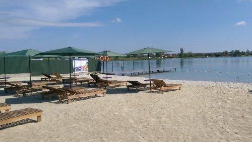 Пляж озера «Байкал» (фото з Facebook-сторінки адміністрації озера)