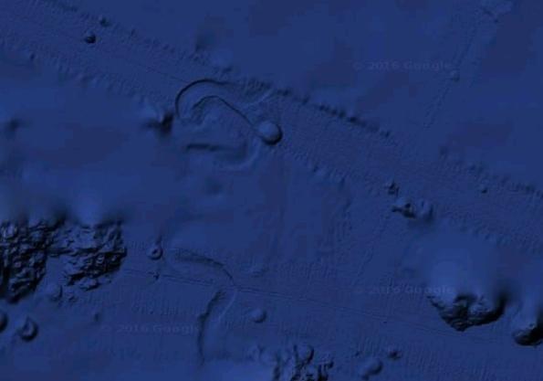 «База інопланетян», яку на дні озера побачили американці.