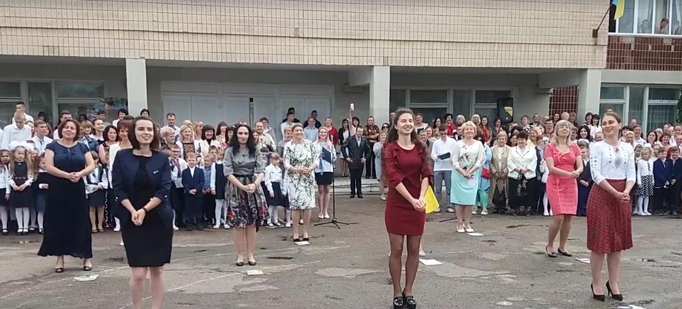 Вчителі Чортківської школи ЗОШ І-ІІІ ст №5 «запалювали» на святі Останнього дзвоника.