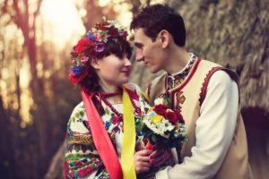 """""""Очі, як вишні в росі"""": які компліменти говорили колись українці"""