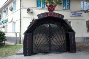 У Львові в приміщенні тюрми, де за часів СРСР замордували тисячі людей, буде стрип-клуб?