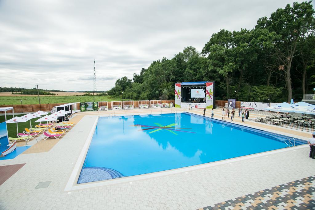 Rumbambar swim & dance club