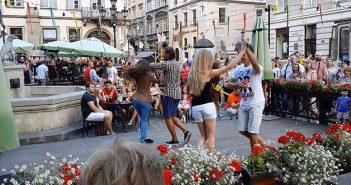 """танці на літній терасі кафе """"Біля Діани на Ринку"""","""