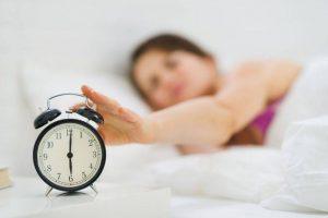 Cкільки годин треба спати дітям та дорослим і чим небезпечне недосипання