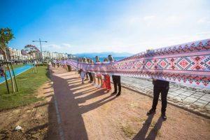 У турецькому місті Ізмір розгорнули величезну вишиванку (фото)