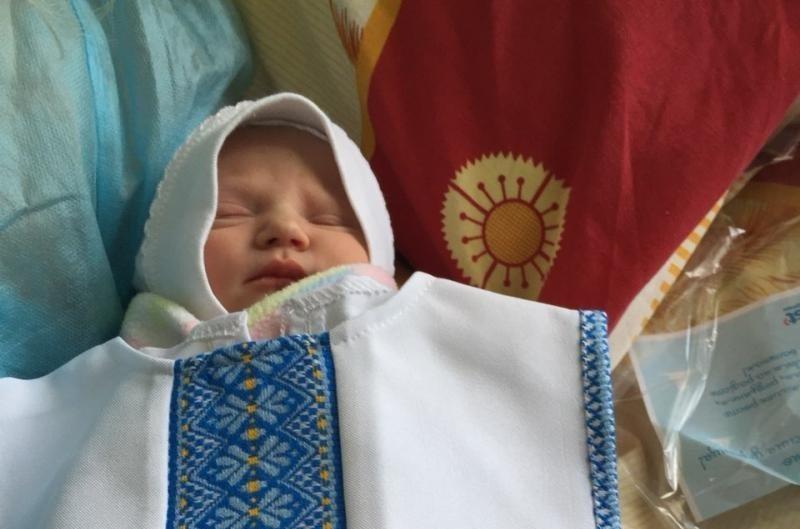 У Львові в пологовому будинку немовлятам дарували вишиванки (фото)
