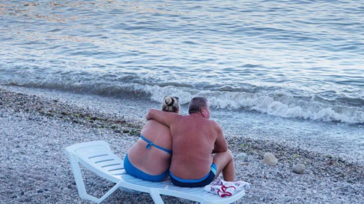 відпочиваючі на морі