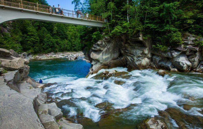На фото: водоспад Пробій, Яремче