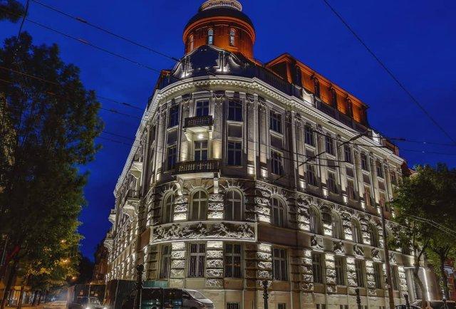 У центрі Львова відкрився ще один елітний п'ятизірковий готель із броньованими дверима