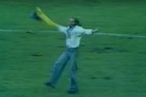 Синьо-жовтий прапор на матчі збірної СРСР в 1976 році (відео)