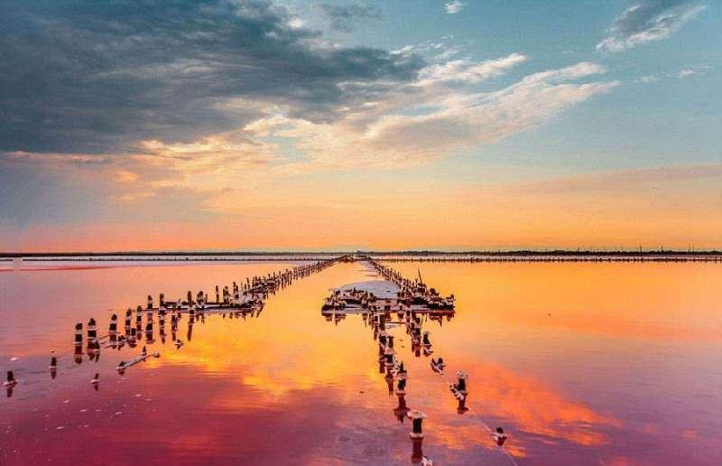 рожеве Лемурійське озеро на Херсонщині
