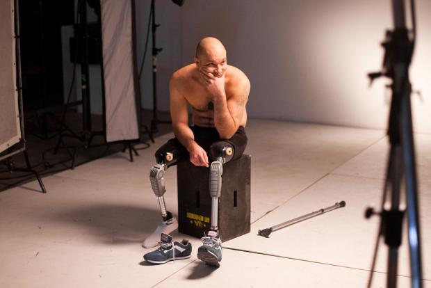 """""""Нескорений"""": Боєць АТО після втрати ніг завоював золото в спорті і відкрив бізнес (відео)"""