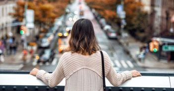 дівчина жінка вулиця місто