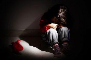 На Львівщині багатодітний батько, посварившись з дружиною, зґвалтував свою п'ятирічну доньку