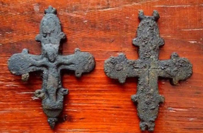 В середину таких хрестів вкладали мощі святих. Фото: risu.org.ua