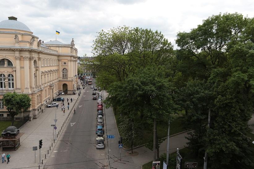 Із вікон Президентського люкса відкривається вид на парк і університет