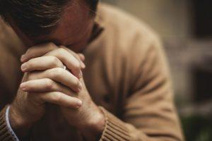 Український вчений довів, що молитва змінює кров і дійсно лікує