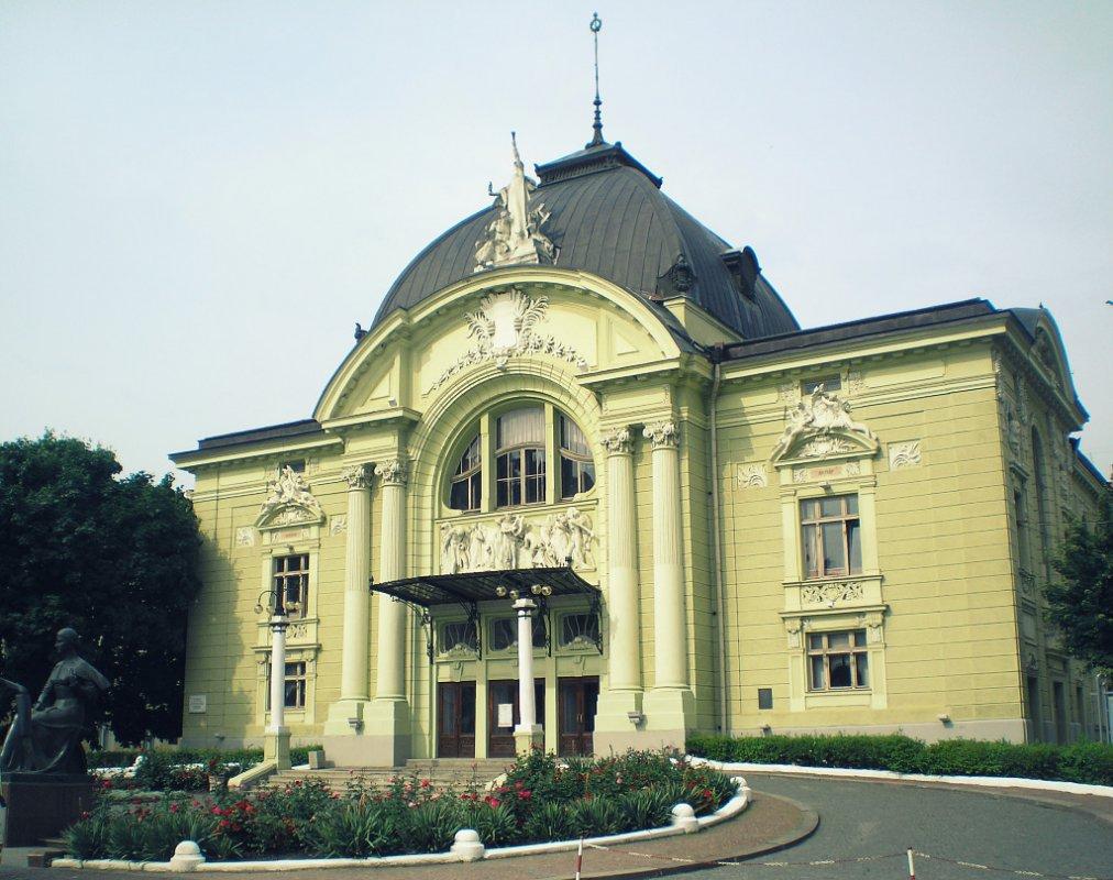 Музично-драматичний театр Чернівці