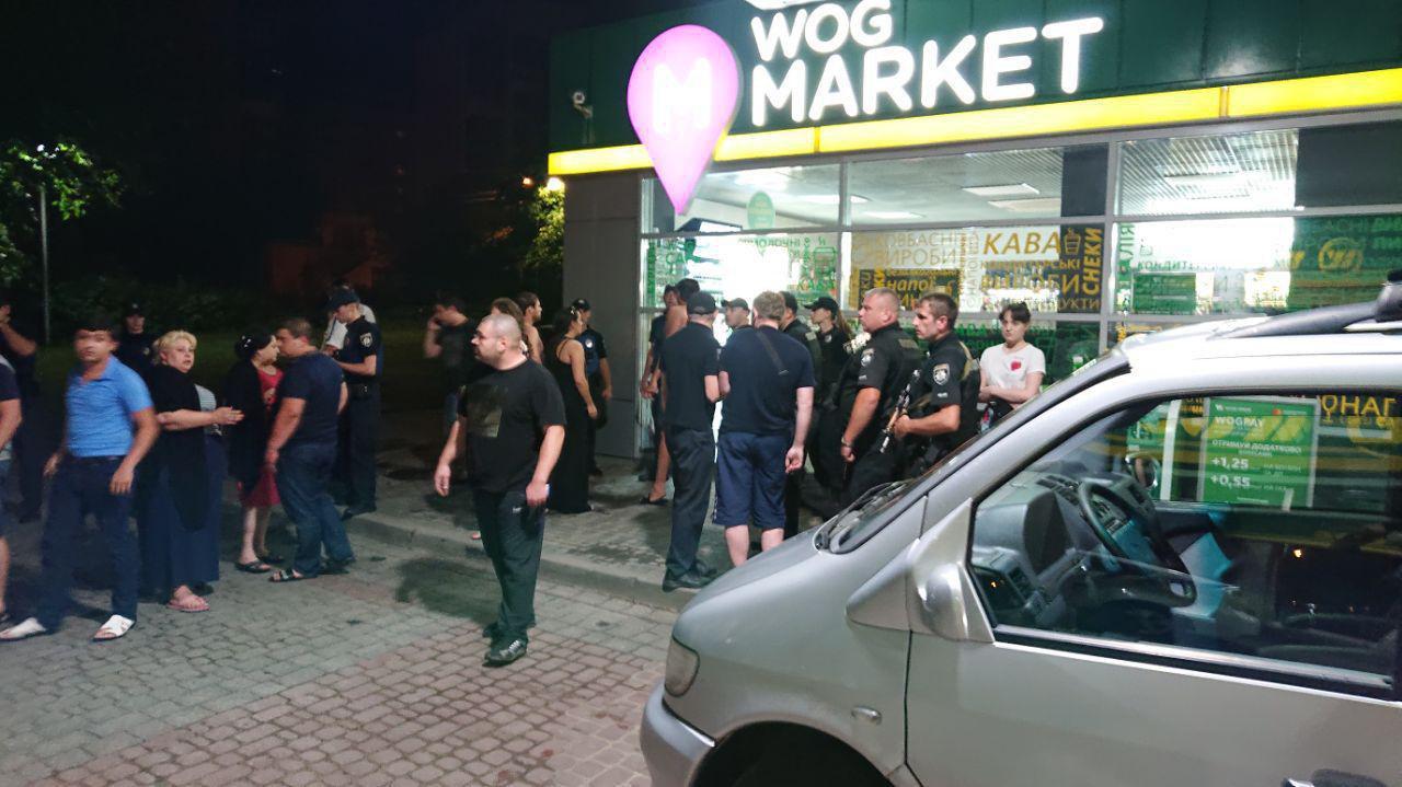 На проспекті Чорновола побились цигани, таксисти та поліція