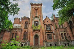 7 приголомшливих замків України, де ви не зустрінете туристів