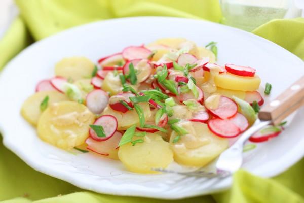 Салат із редиски і картоплі