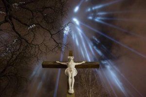 Неймовірне богослужіння в Зарваниці: ходу вірян УГКЦ зі свічками зняли з висоти пташиного польоту