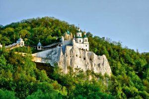 11 дивовижних національних парків України, які варто побачити вже цього літа