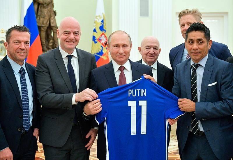 Президенту ФІФА Джанні Інфантіно дорікнули за футболку з написом «Путін»