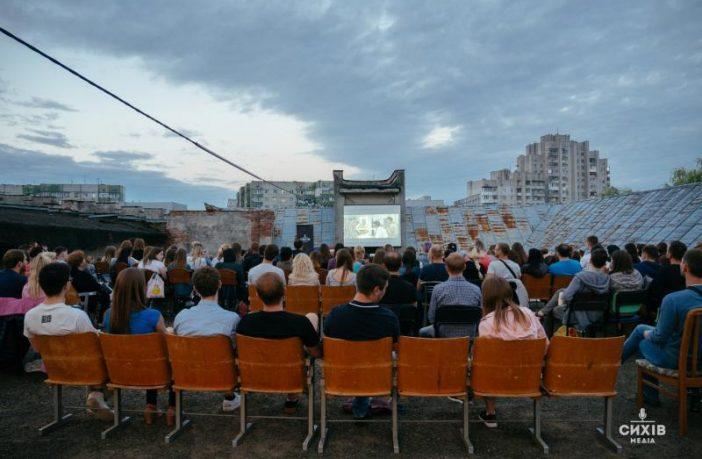 Львів'ян запрошують на кінопокази просто неба на даху Центру Довженка
