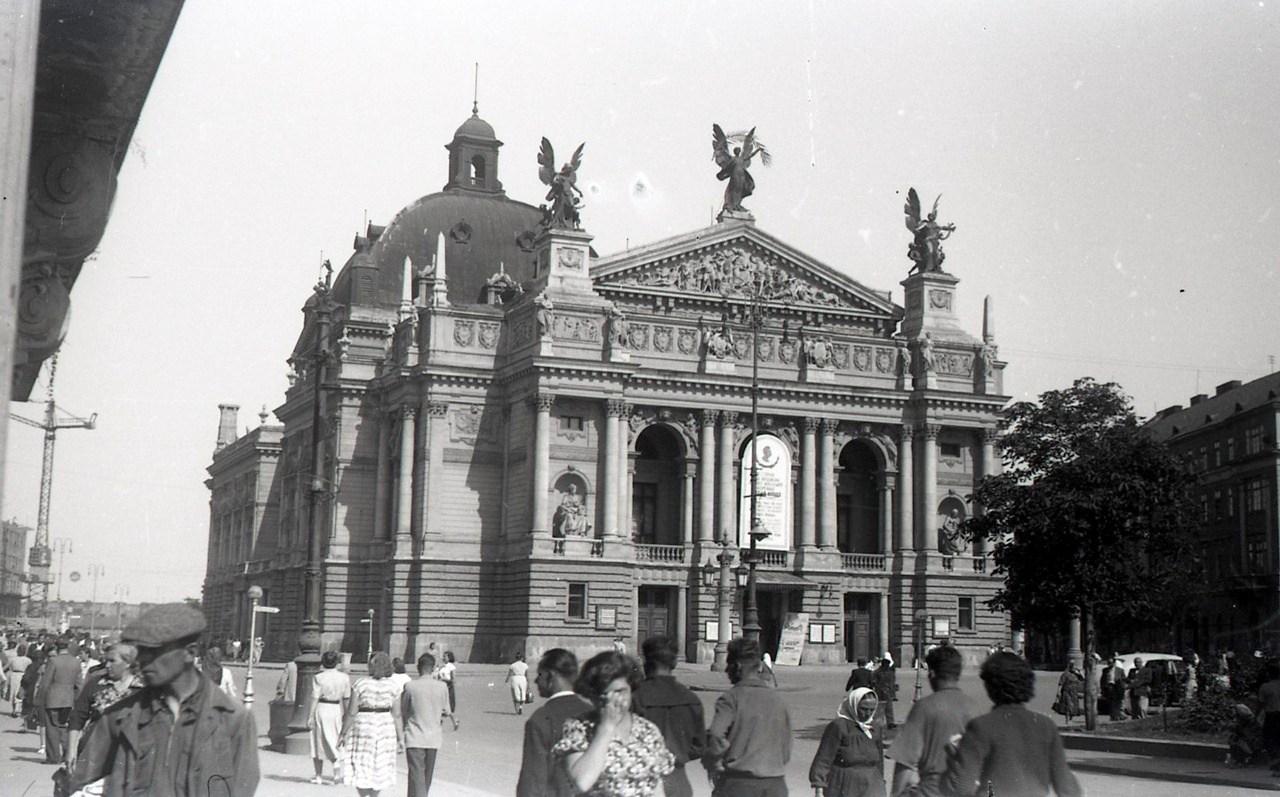 Львівський оперний театр. Фото Анатолія Васильківського, 1956 р.