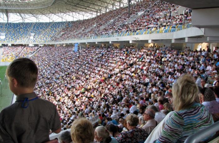 На «Арені Львів» зібралися 22 тис. Свідків Єгови з усього світу (Фото, Відео)