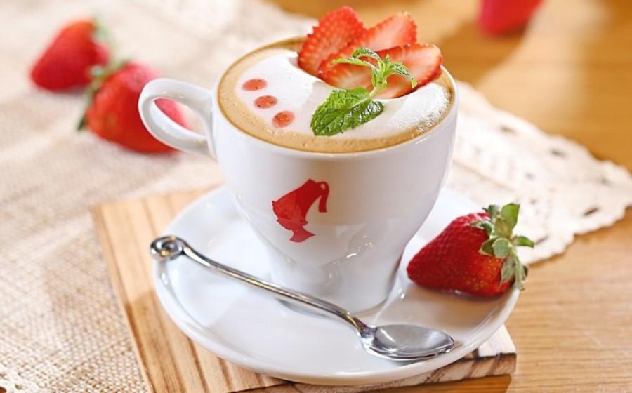 Кавовий коктейль «Полуничне диво» кава полуниця