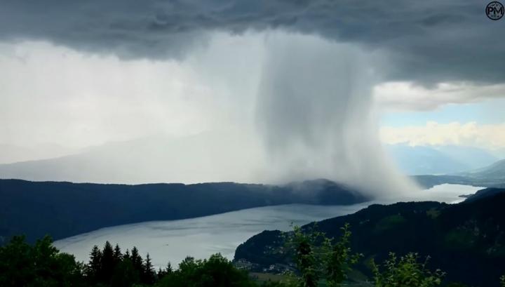 Рідкісний природній феномен: на гірське озеро з неба впало три тонни води