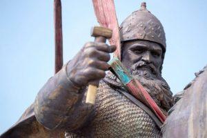 У Києві встановлюють 11-метровий пам'ятник Іллі Муромцю