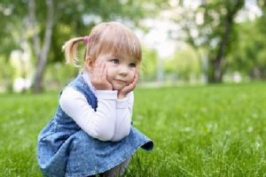 8 отруйних рослин, про які варто розповісти малюку перед пікніком