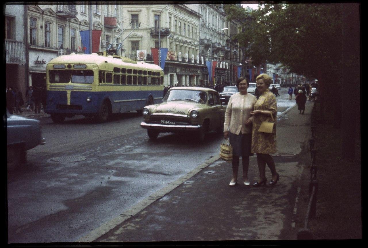 Теперішній проспект Свободи з тролейбусом