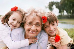 День бабусь і дідусів: що подарувати і як порадувати