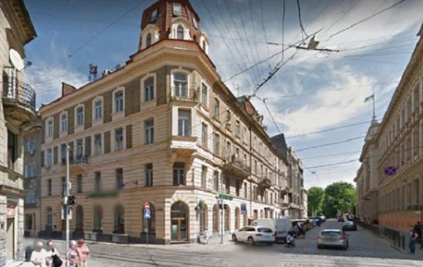 Чотириповерховий будинок на вул. Петра Дорошенка, 37, який продали на аукціоні