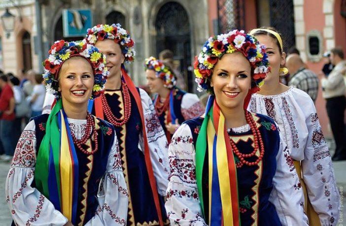 українці українка українець народ вишиванка вінок