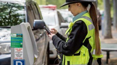 """Від жовтня на вулицях Львова працюватимуть інспектори з паркування авто. Суми штрафів, фото-відеофіксація та """"євробляхи"""""""