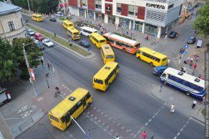 У Львові змінили схеми руху восьми автобусів. Схеми руху