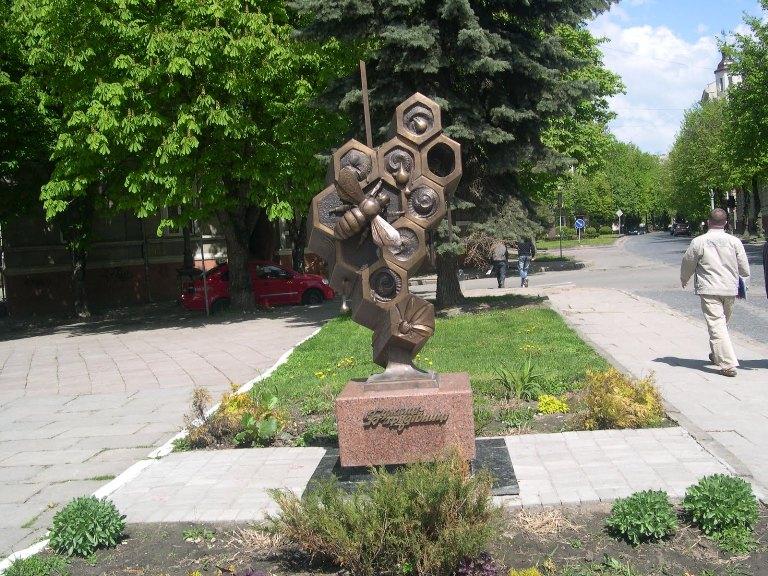 Пам'ятник «Бджілка-трудівниця»