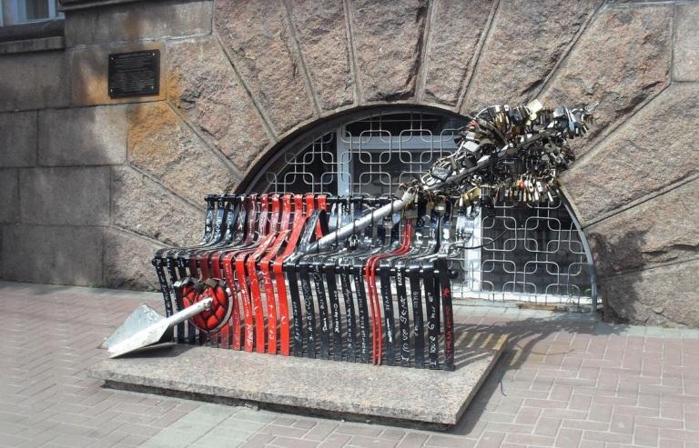Пам'ятник «Стріла Амура»