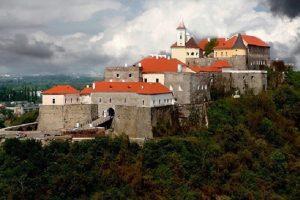 У Мукачівському замку угорського орла замінять на герб України