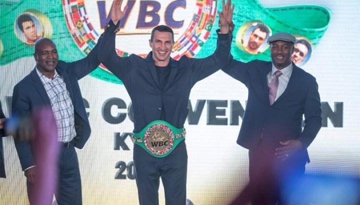 Володимир Кличко отримав золотий пояс почесного чемпіона WBC