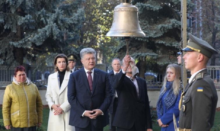 Біля Міноборони вперше прозвучав дзвін за загиблими українськими бійцями