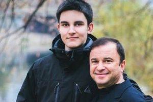 Віктор Павлік зупинив збір коштів на лікування онкохворого сина
